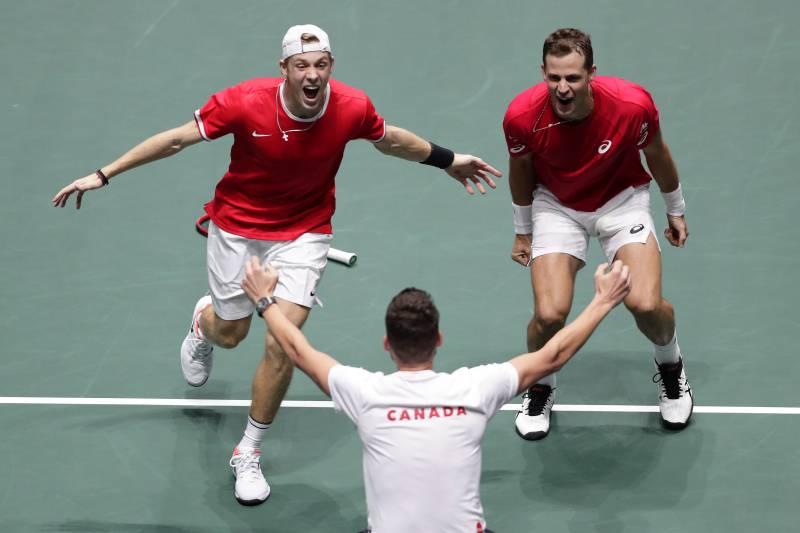แคนาดา จะพบกับทีมชาติรัสเซียและเซอร์เบีย ในรอบรองชนะเลิศเดวิสคัพในวันเสาร์หน้านี้หลังจากที่เอาชนะออสเตรเลียไปถึง 2-1 เซตการแข่งขันจบลง