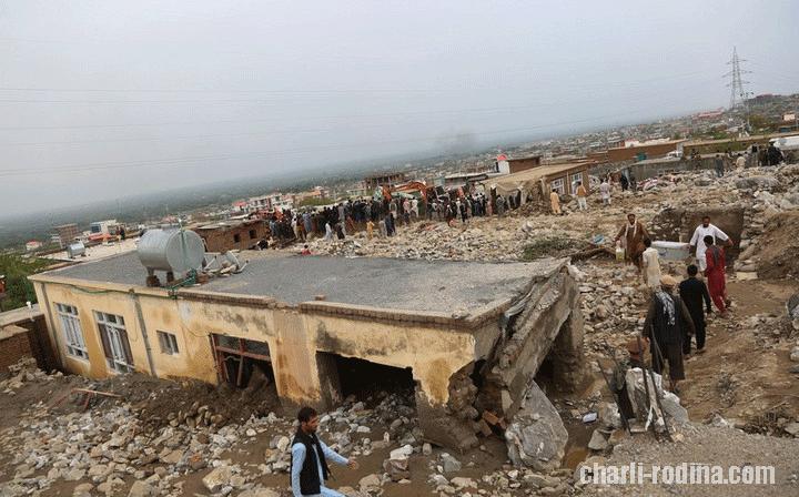 ประเทศอินเดีย เกิดพายุฝนตกชุก ทำให้บ้านเลือนพังหลายหลัง