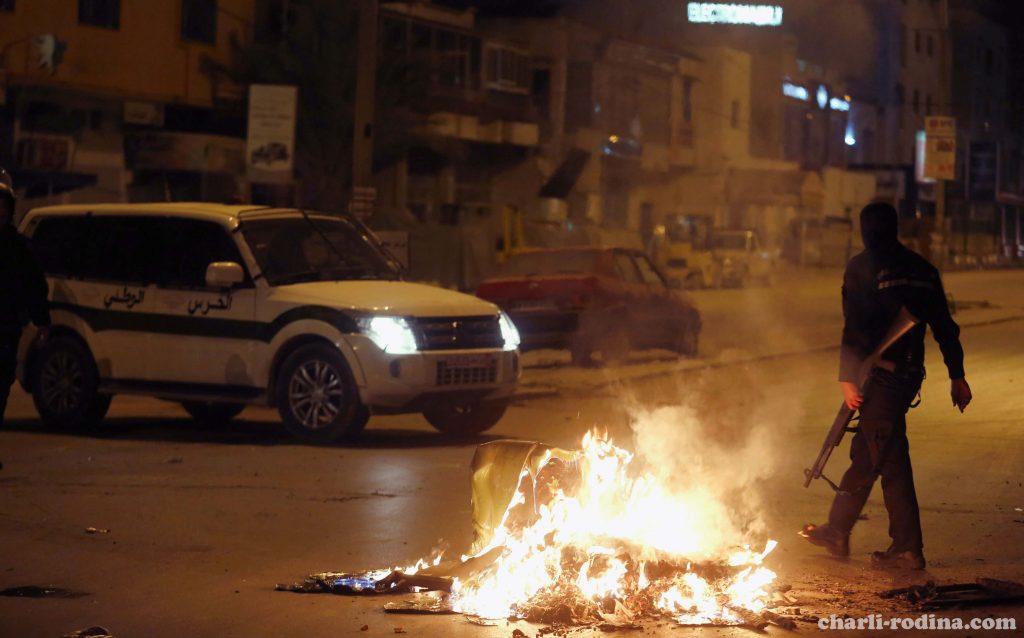 Tunisia ได้เข้าจับคุมผู้ต้องหามากกว่า 10 คน ซึ่งเหตุการจลาจลและการปะทะกันอย่างรุนแรงระหว่างตำรวจตูนิเซียและผู้ประท้วงเกิดขึ้นเมื่อ