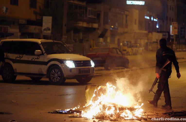 Tunisia ได้จับคุมผู้ต้องหากว่าสิบคน ขณะที่เกิดการประท้วงกันในคืนที่สอง
